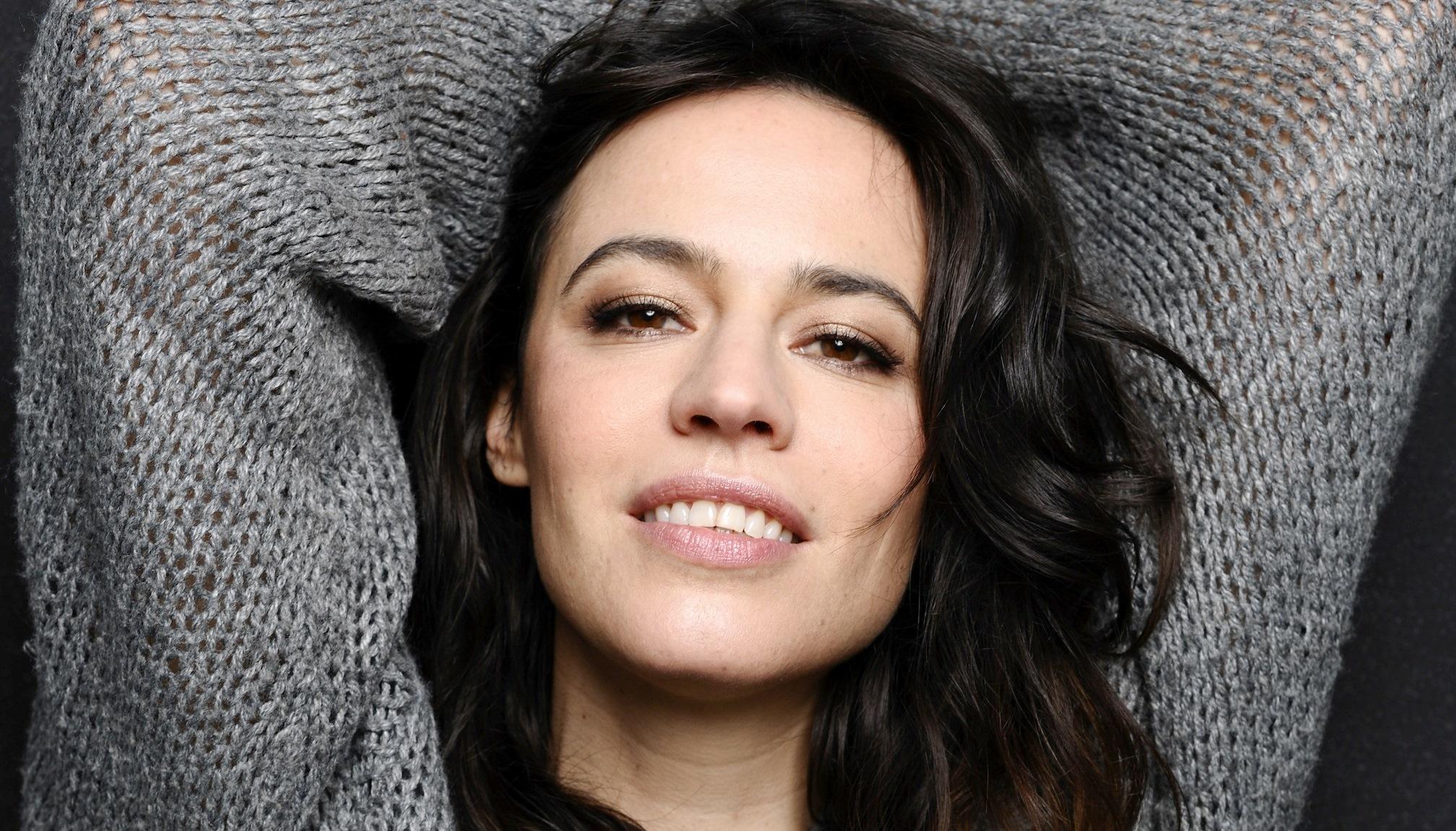 """<span class=""""entry-title-primary"""">Intervista a Giorgia Sinicorni: """"A teatro sposo un miliardario e in tv vado su Marte!""""</span> <span class=""""entry-subtitle"""">L'attrice, conosciuta dal pubblico di canale 5 per """"I Cesaroni"""" e """"Fuoco Amico"""" presenta il suo spettacolo teatrale e la nuova serie francese di cui è protagonista.</span>"""