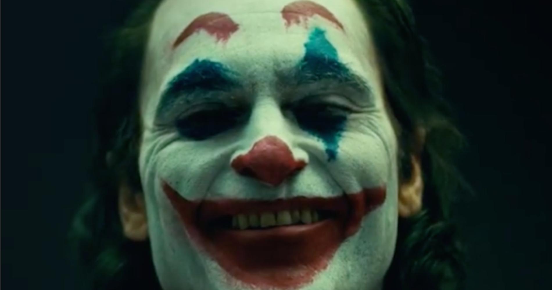 """<span class=""""entry-title-primary"""">Joaquin Phoenix e quella struggente lacrima blu</span> <span class=""""entry-subtitle"""">L'interpretazione da Oscar nel """"Joker"""" di Todd Phillips</span>"""