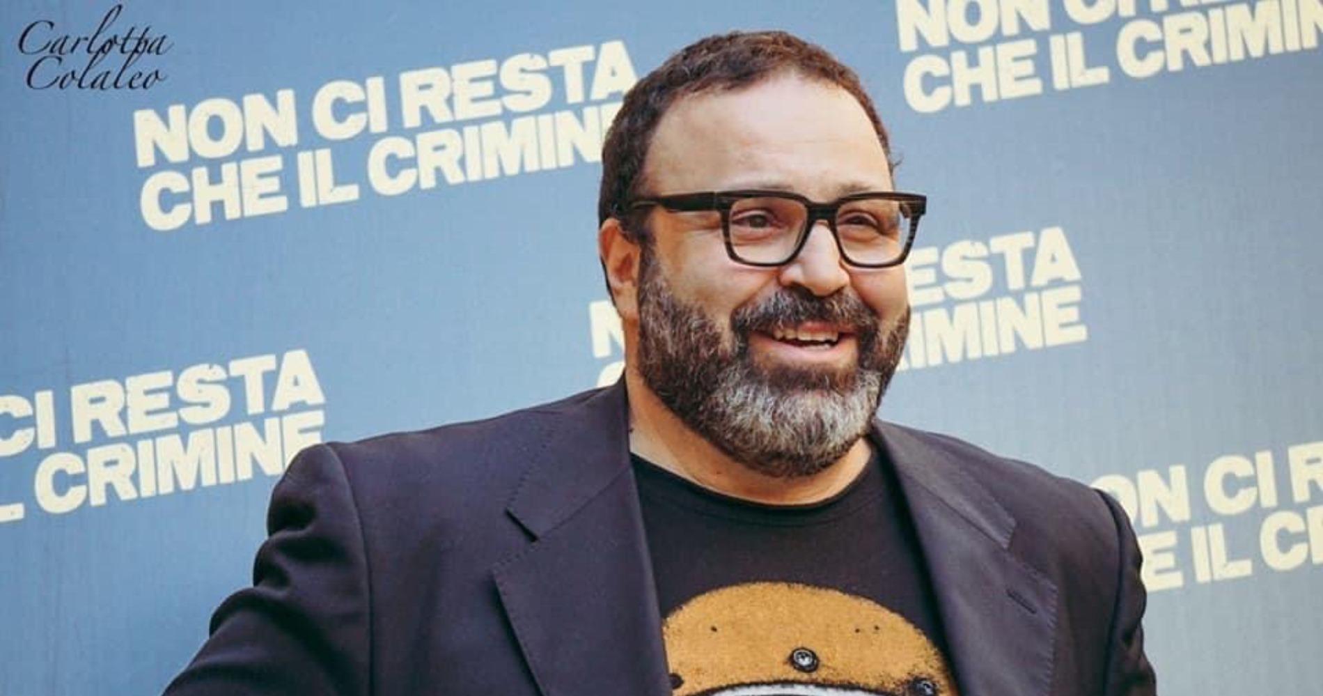 """<span class=""""entry-title-primary"""">Massimiliano Bruno: """"Anni duri per cinema e teatro, ma torneremo a sorridere""""</span> <span class=""""entry-subtitle"""">Il regista, sceneggiatore e attore parla su """"La voce dello schermo"""" dell'attuale situazione e del suo attesissimo """"Ritorno al crimine"""", posticipato a causa del coronavirus. </span>"""